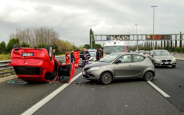 車の事故 高速道路 自動車保険